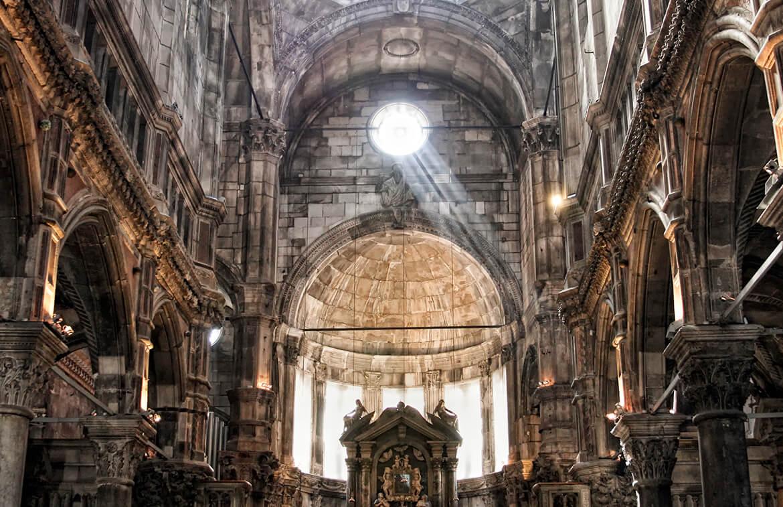 Interiér katedrály svatého Jakuba