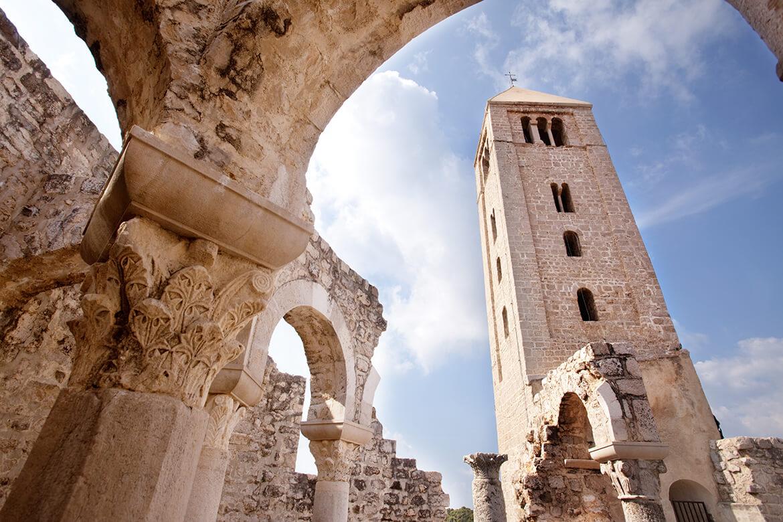 Kostel Sv. Jana Evangelisty v Rabu