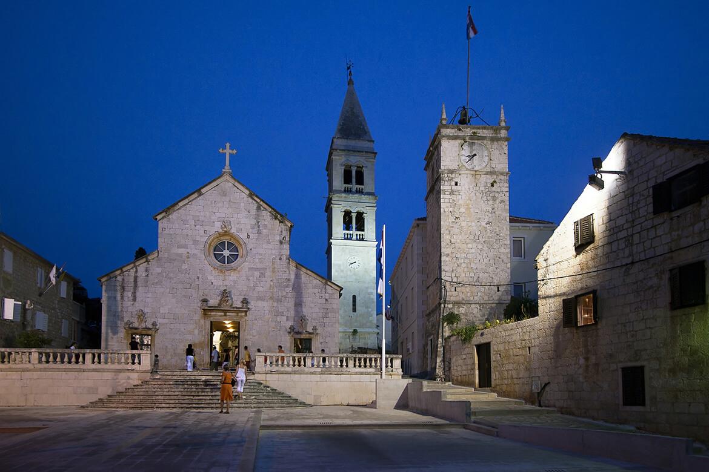 kostel Zvěstování Panny Marie v Supetaru