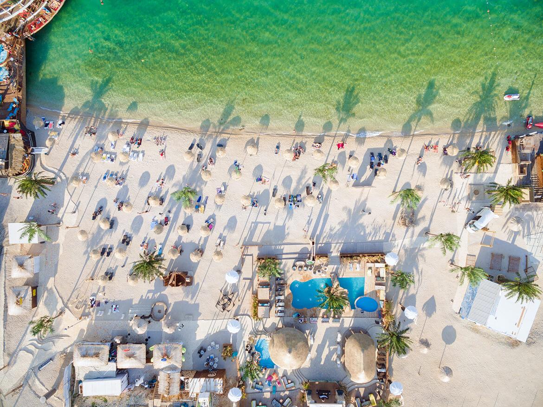 Letecký pohled na pláž Zrće