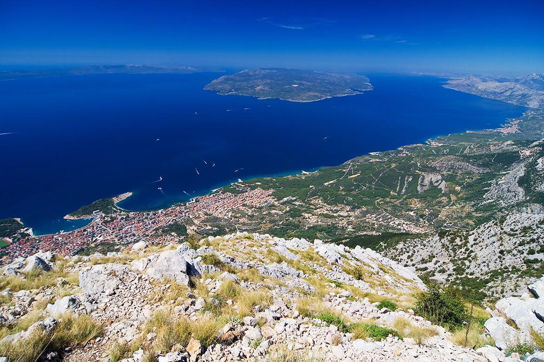 Makarska a okolí z pohoří Biokovo